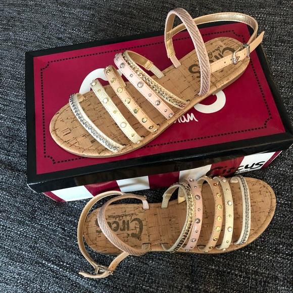 c54712eac Circus by Sam Edelman BEV flat sandal Size 8.5